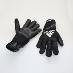 2019 New Soccer Goalkeeper Gloves Finger Protection Professional Men Football Gloves With Black Color