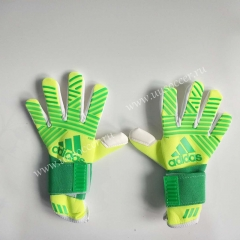 2019 New Soccer Goalkeeper Gloves Finger Protection Professional Men Football Gloves